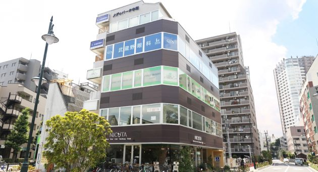 """カジュアルレストラン""""NICUTA""""(ニクータ)さんの3階に当院はございます。"""